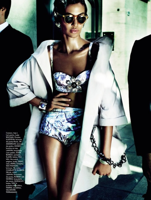 joan-smalls-by-mario-testino-for-vogue-brazil-june-2013-6